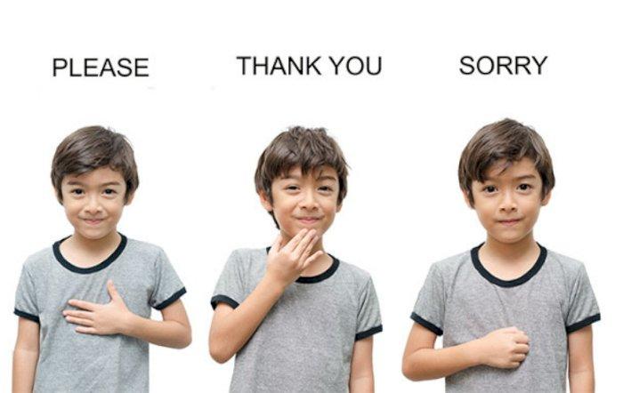 Balita ini Coba Pakai Bahasa Isyarat Saat Bicara Dengan Ayahnya