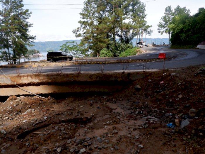 Waspadai Puluhan Titik Longsor di Jalan Lingkar Danau Toba