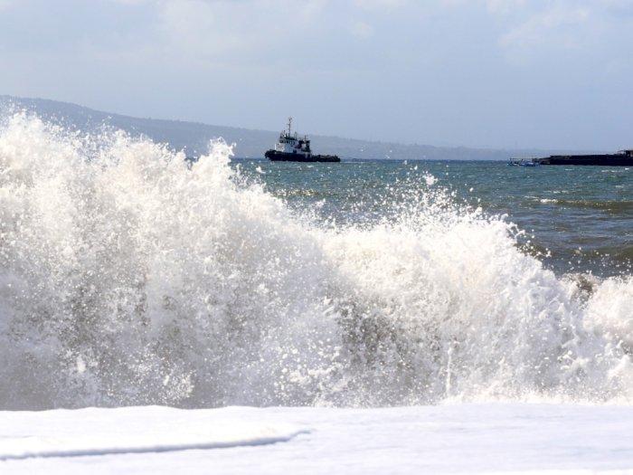 Waspada, Gelombang Tinggi Pelabuhan Krui Lampung Capai 4 Meter
