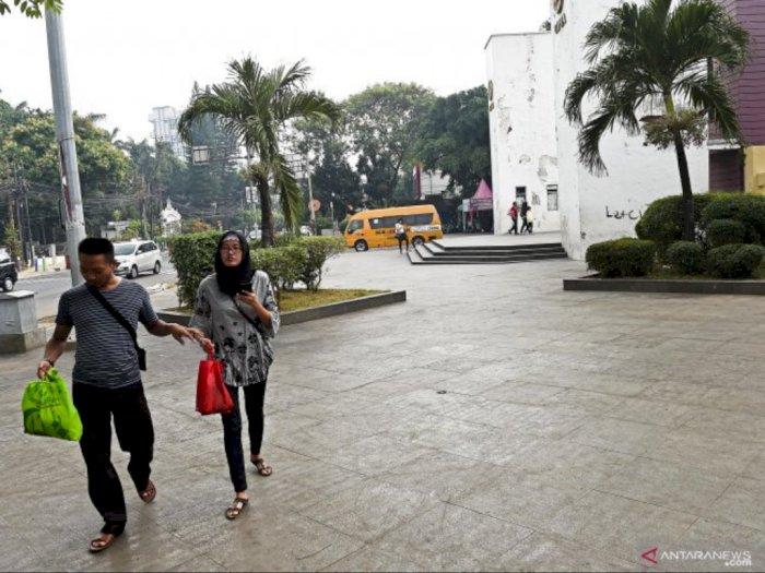 Trotoar Lebar, Keselamatan Pejalan Kaki Masih Terancam di Jakarta