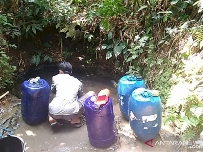 Ribuan Kepala Keluarga di Cianjur Terpaksa Gunakan Air Keruh