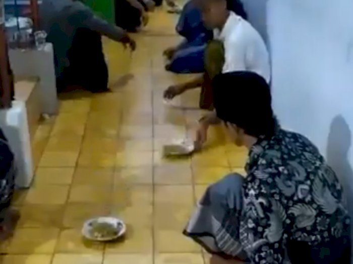 Viral Aksi Menyusun Makanan Ala Anak Pesantren, Bikin Netizen Melongo