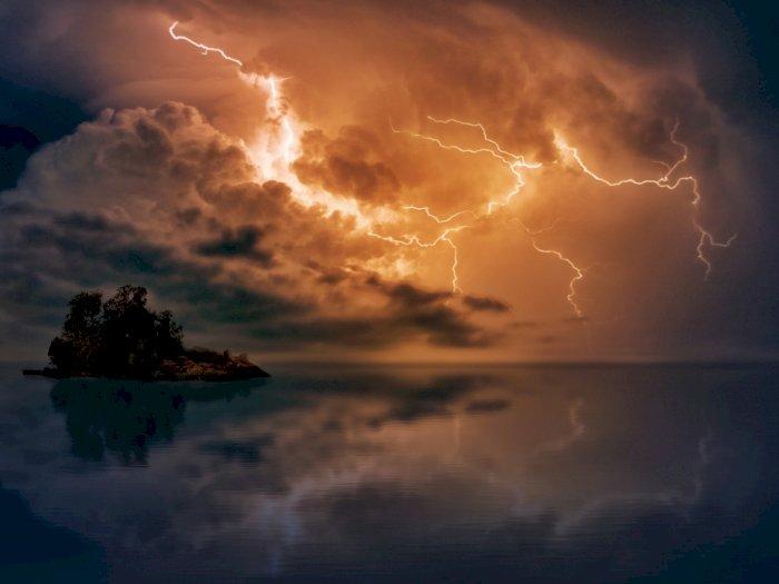 BMKG: Waspada Gelombang Tinggi dan Hujan Petir di Wilayah Ini