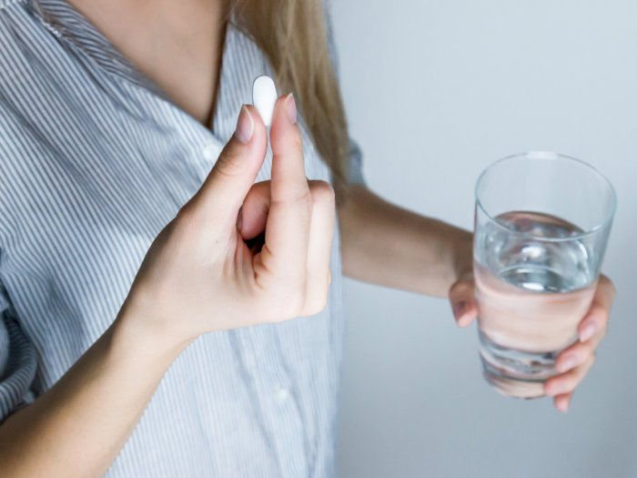 Hindari Konsumsi Makanan & Minuman Ini Setelah Minum Obat