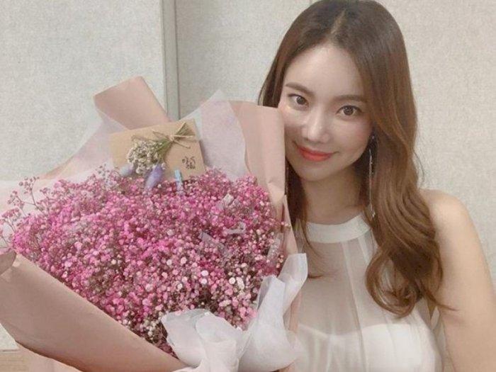 Penyanyi dan Komedian Kim Na-hee Merilis Album Mini