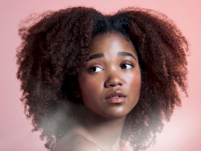 Tiga Tips Menggunakan Dry Shampoo Pada Rambut Keriting