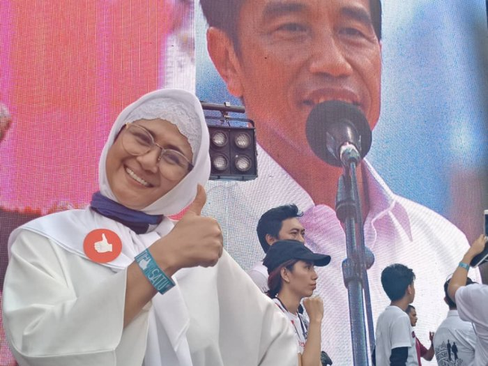 Presiden Jokowi Kirim Bunga & Doakan Kesembuhan Bagi Ria Irawan