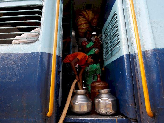 Kisah Sedih Anak India yang Harus Naik Kereta Untuk Dapat Air Bersih