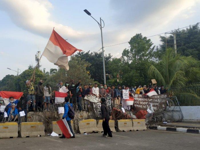 Massa Mulai Berulah, Polisi Lepaskan Gas Air Mata