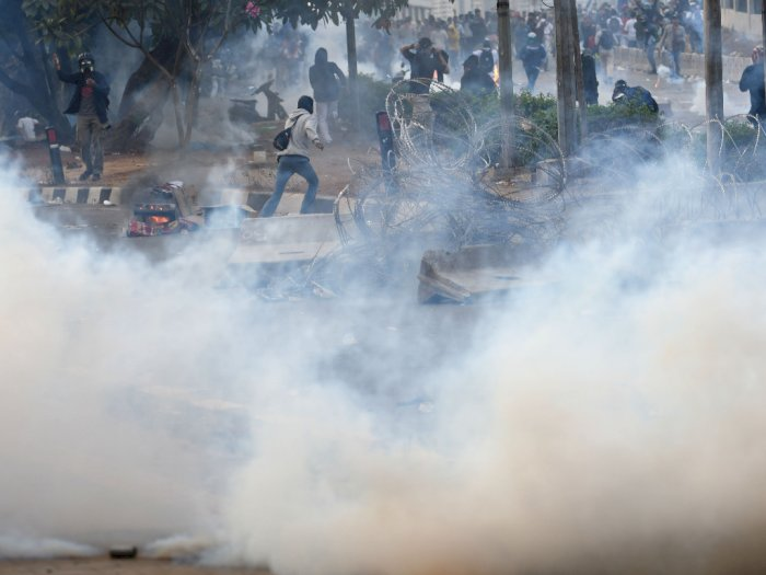 Bentrokan Massa-Polisi Masih Terjadi di Sejumlah Titik