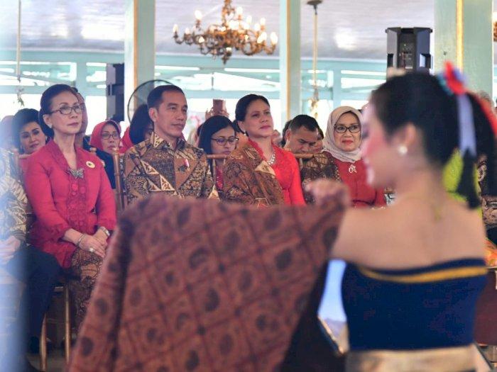 Jokowi Ingin Generasi Muda Lestarikan Batik