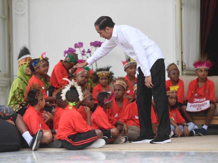 Bicara Jatah Menteri, Ini Janji Jokowi di Hadapan Para Siswa SD Papua