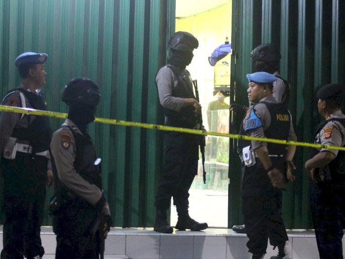 Densus 88 Mengamankan Terduga Teroris di Indramayu