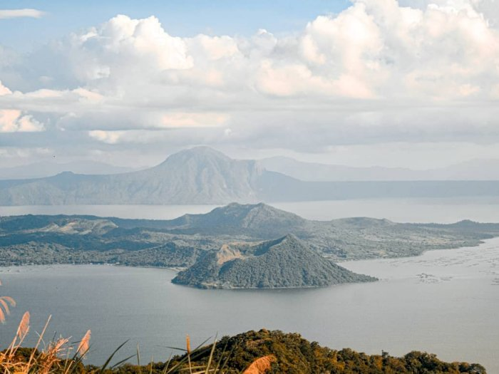 FOTO: Melihat Taal, Danau Toba-nya Filipina