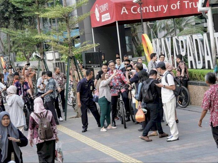 Lebarkan Trotoar, Anies Sebut Untuk Atasi Kemacetan
