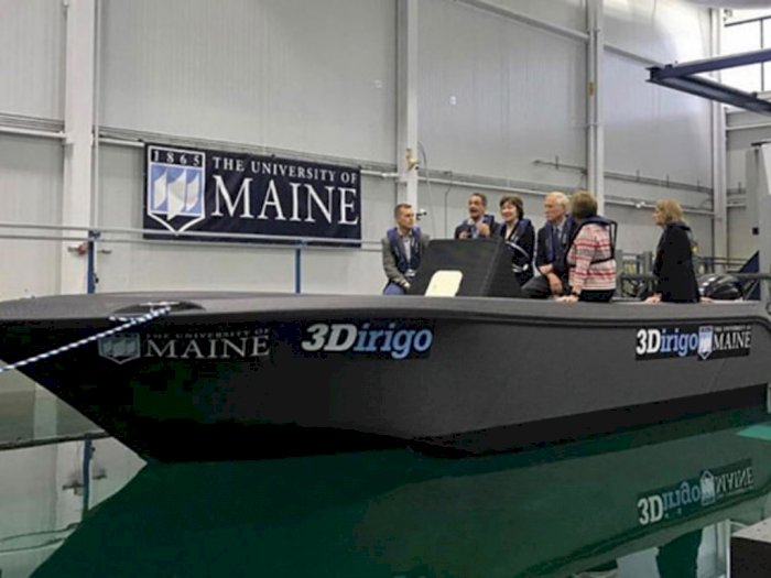 Para Peneliti di University of Maine Buat Perahu Pakai 3D Printer!