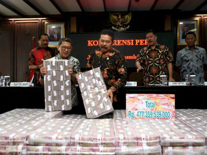 Penampakan Uang Korupsi Kokos yang Lebih Tinggi dari Menara Petronas