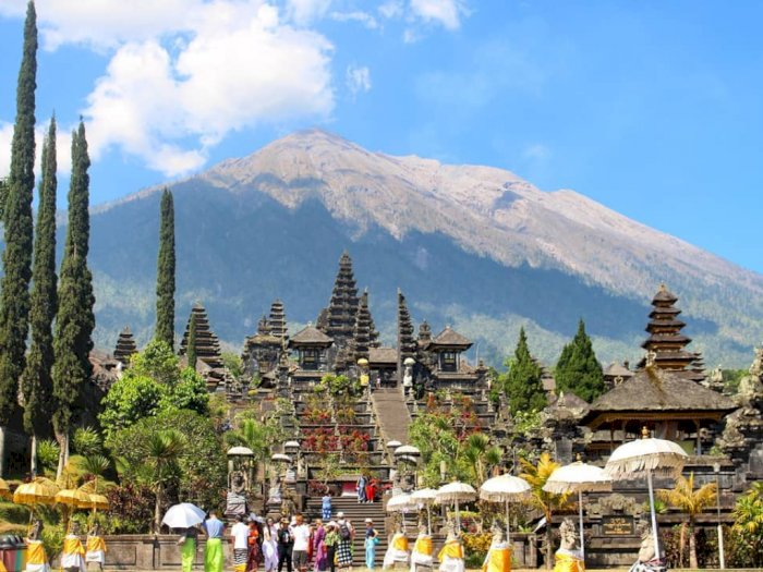 Gubernur Bali: Kesucian Pura Besakih Terganggu