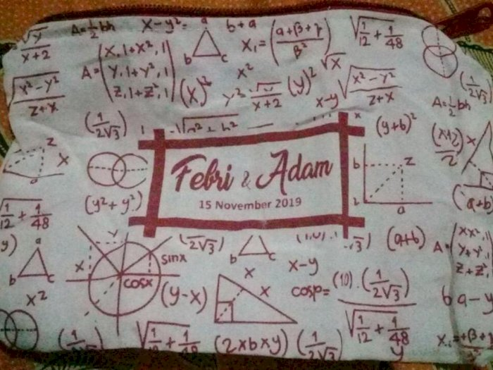 Guru Matematika Ini Bikin Souvenir Penuh Rumus untuk Acara Nikahannya