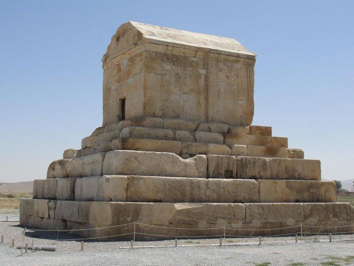 Makam Raja Cyrus Agung dari Persia, Bangunan Pertama yang Tahan Gempa