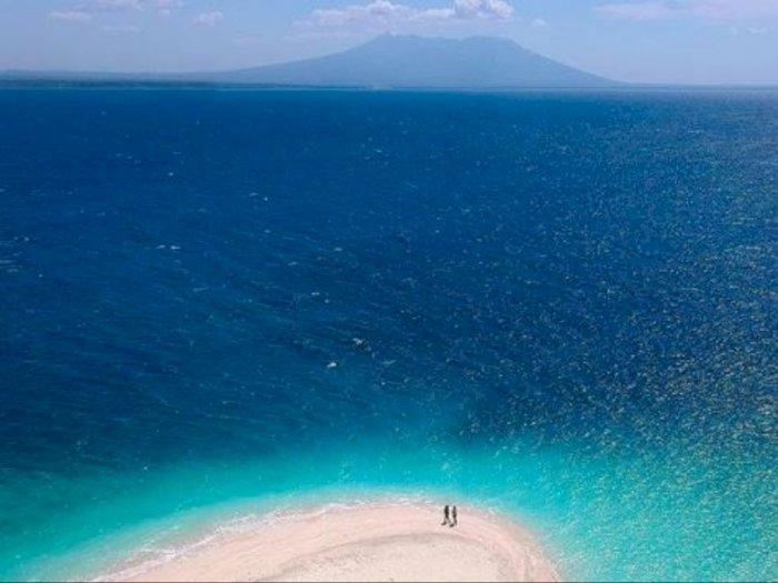 Pemula Mau Bermain Selancar? Kunjungi 2 Pantai Cantik Banyuwangi Ini