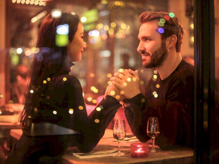 3 Kebohongan Ini Paling Umum Dilakukan Pria Saat Kencan Pertama