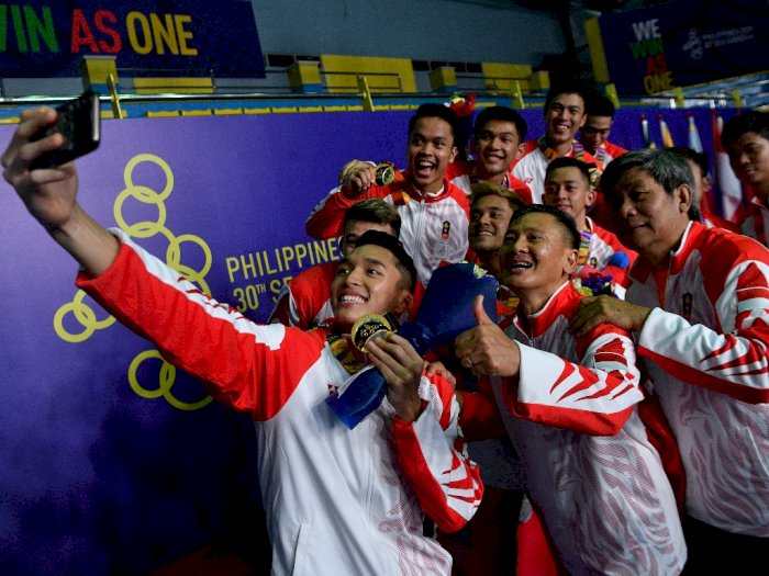 FOTO: Kegembiraan Tim Bulu Tangkis Putra Usai Raih Emas SEA Games 2019