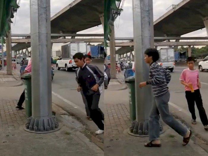 Tak Pakai Helm, Bocah Ini Dihukum Keliling Lampu Jalan
