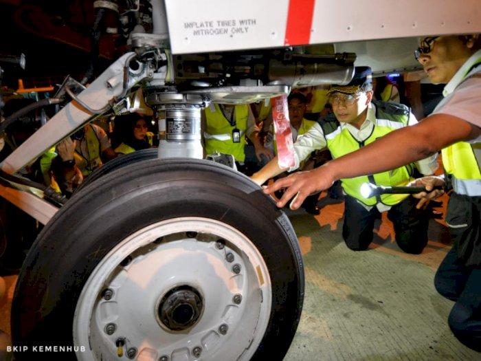 FOTO: Menhub Cek Kesiapan Pesawat Jelang Mudik Nataru