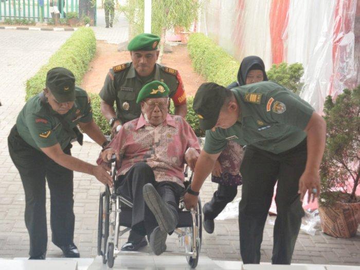 Hari Juang TNI AD, Irdam Jaya Sambangi Veteran & Warakawuri Seroja