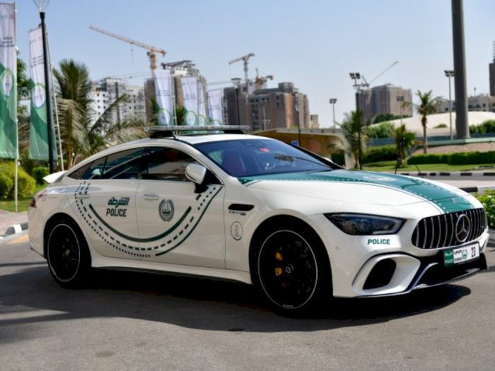 Polisi Dubai Pakai Mobil Buas Mercedes untuk Patroli