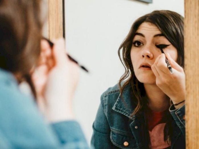 Lakukan Tips Ini supaya Eyeliner Nggak Mudah Luntur