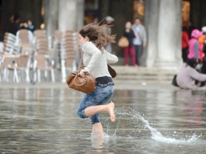 Perhatikan Hal ini Ketika Harus Berjalan di Genangan Air
