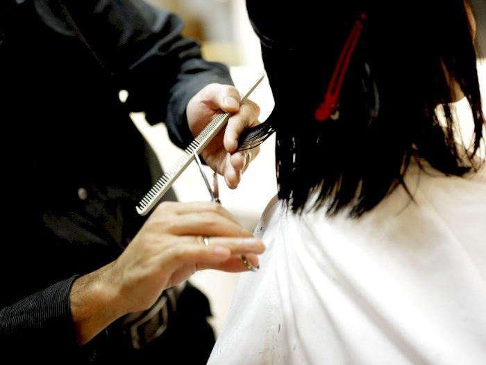4 Langkah Memotong Rambut Sendiri di Rumah