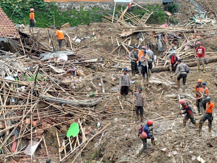 FOTO: Pencarian 3 Korban Longsor di Sukajaya Bogor