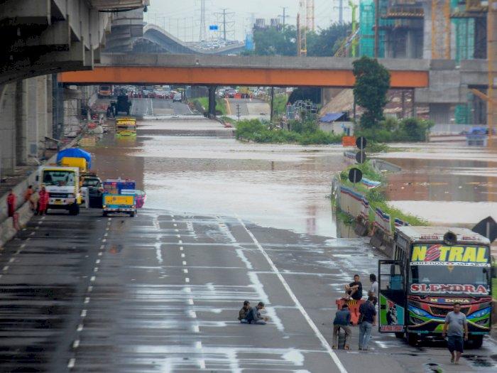 Terungkap, Banjir di Tol Japek Disebabkan Proyek Kereta Cepat!