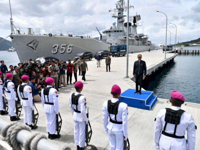 Jokowi Tengok Kapal Perang di Natuna