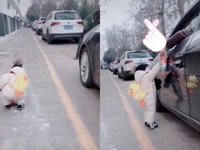 Bocah Ini Kembalikan Sampah yang Dibuang Pemiliknya