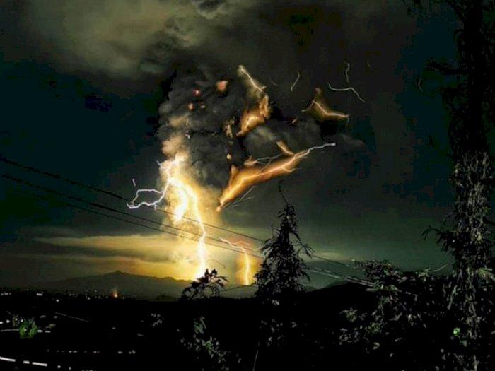 Indah Tapi Mengerikan, Ini Foto Gunung Taal yang Erupsi
