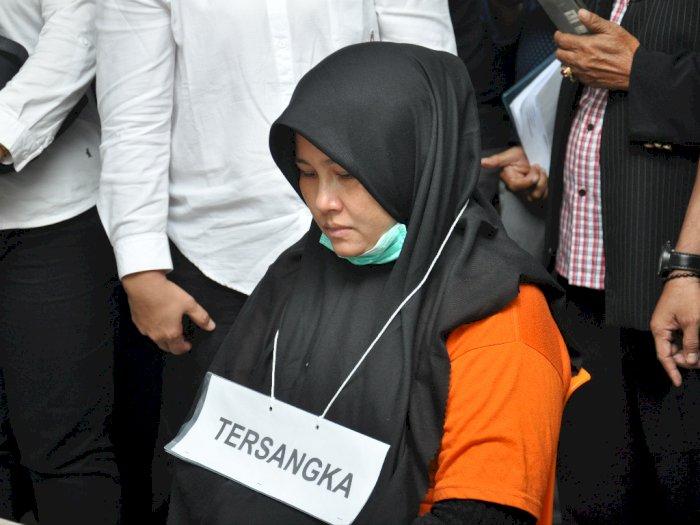 Zuraida Nangis Saat Reka Adegan Ulang Pembunuhan Hakim Medan