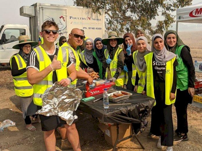 Sekelompok Hijabers Masak-masak Untuk Petugas Kebakaran Australia