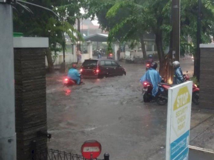 Surabaya Banjir, Netizen: Gak Nyalahin Gubernurnya?