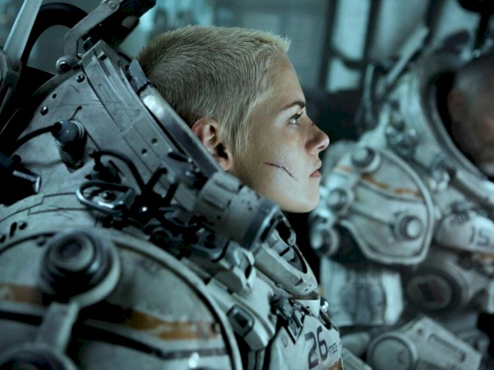 "Main Di Film ""Underwater"", Kristen Stewart Kenakan Kostum 50Kg"