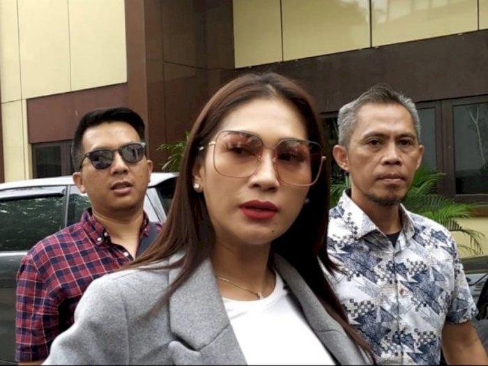 Terkait Investasi Bodong, Tata Janeeta Penuhi Panggilan Polisi