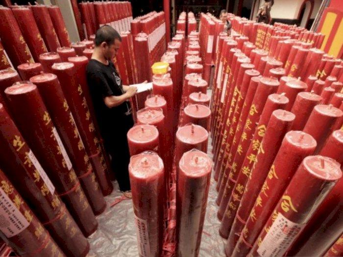 Jelang Imlek, Vihara Dharma Ramsi Bandung Nyalakan Ratusan Lilin