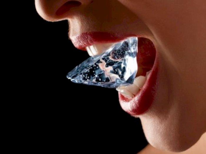 Suka Kunyah Es Batu? Kamu Harus Tau Dampak Negatifnya Bagi Kesehatan