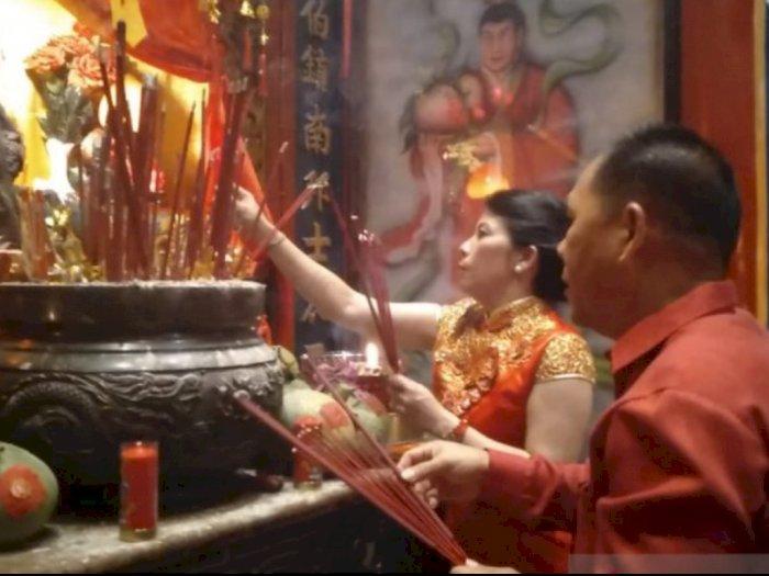 Tahun Baru Imlek 2571, Wali Kota Singkawang Bagi-Bagi Angpao