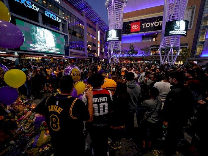 Penggemar Kobe Bryant Belum Mau Beranjak dari Staples Center