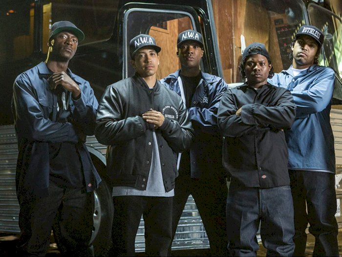 Straight Outta Compton (2015) - Kisah Grup Musik Hiphop NWA 1980-an