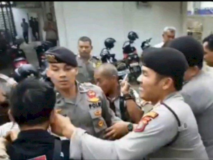 Unjuk Rasa di Depan Kantor DPRD Padangsidimpuan Ricuh